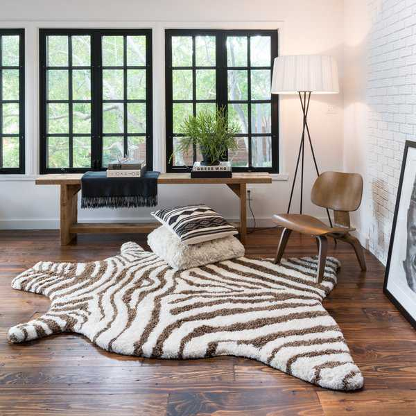 Porch & Den Osage Creek Hand-tufted Kingdom Faux Zebra Shag Rug - 3'6 x 5'6